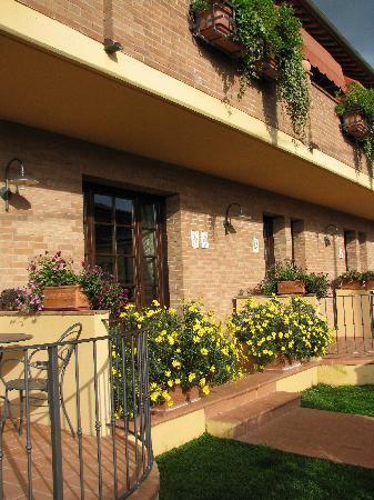 Casa Lari Relais: Vue sur l'avant de la Casa Lari.