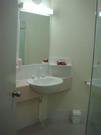 The Horatio - Suites & Motel : Bathroom sink