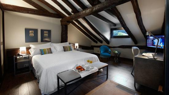 Iriarte Jauregia Hotel: Hab. doble abuhardillada
