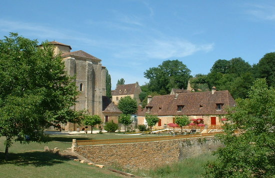 Paunat, Prancis: The garden and the Abbey at Chez Juliens