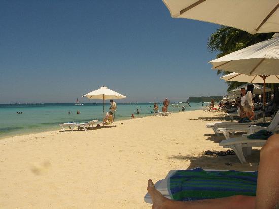 Henann Lagoon Resort: Hotel's sunbeds