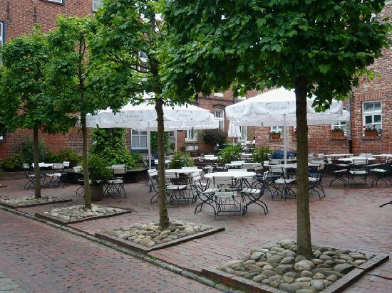 Hotel Hohes Haus: Gartenrestaurant