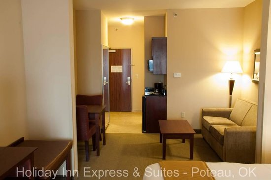 Holiday Inn Express Hotel & Suites Poteau: Suite Sitting Area