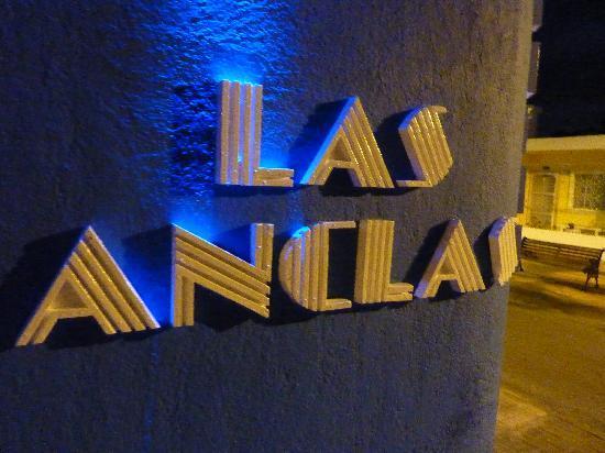 Villas Las Anclas: hotel sign lit at night