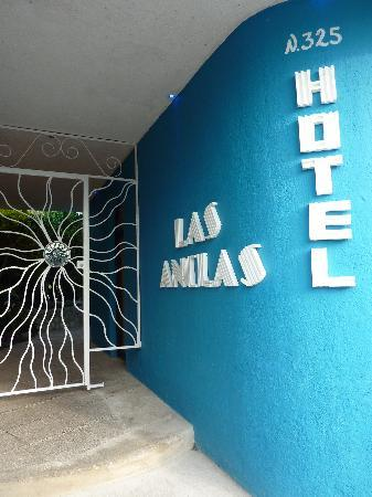 Villas Las Anclas: daytime view of entrance