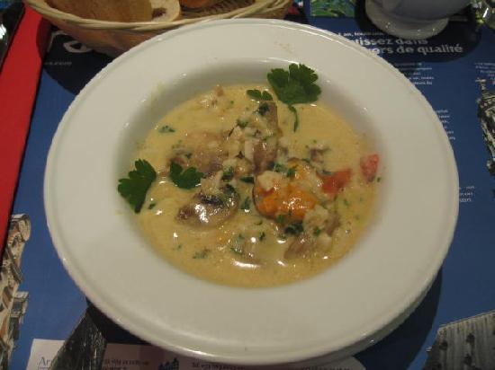 Le Petit Rat Porteur: the tastiest mussel soup EVER