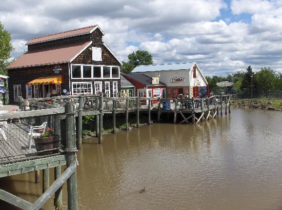 Moncton, Canadá: Wharf Village