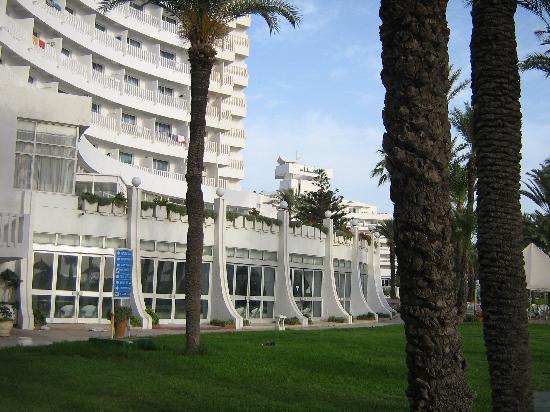 Hotel Elhana Beach: Hinterm Hotel