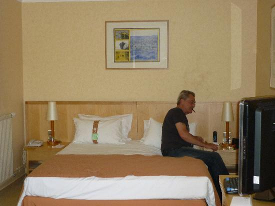Holiday Inn - Calais : nice big comfy bed