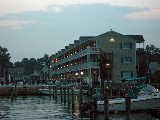 Waterside Inn: Hotel at Dusk