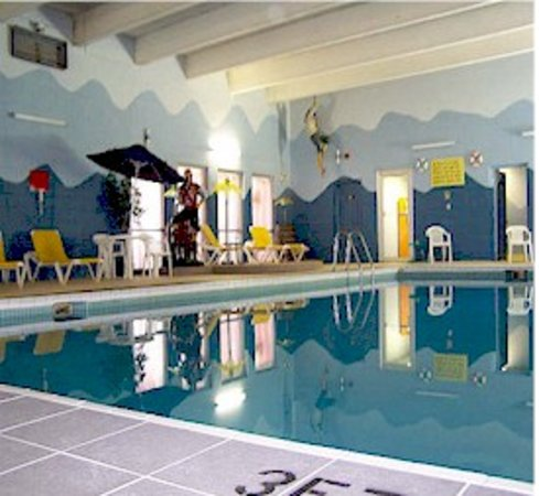 Bayside Inn of Manistique : Hotel's indoor pool