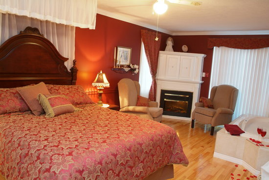 Cote's Bed & Breakfast : Raspberry room