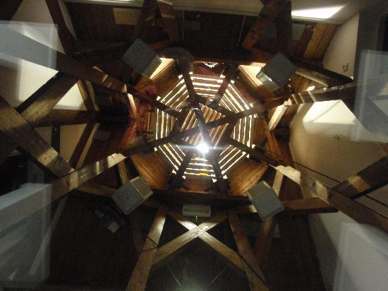 Hotel het Oude Raadhuis: inside view of the tower through the glass floor