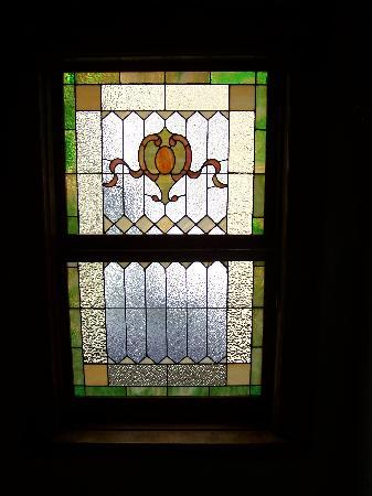 Radio City Apartments: One of the hotels many stained glass windows