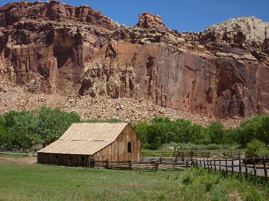 Red Sands Hotel : In Capitol Reef National Park
