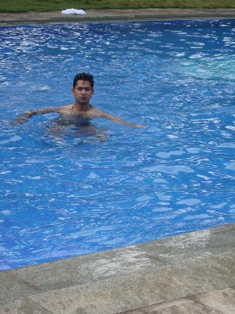 Issac's Hotel Regency: Swimming