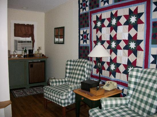The Country Inn at Camden / Rockport: inside the cabin