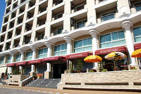 MetroPoint Bangkok Hotel Main Entrance