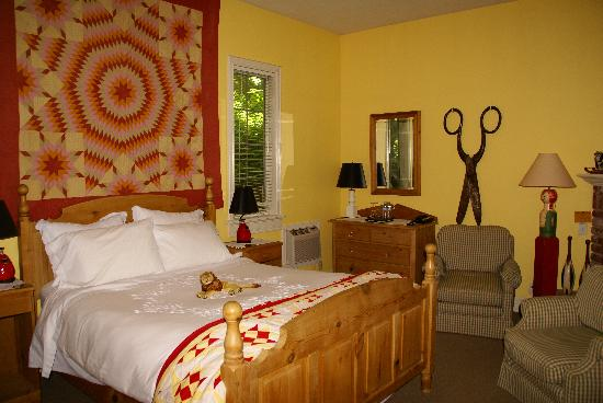 Inn at Occidental: Another beautifully decorated suite