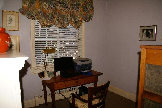 Inn at Occidental: Business Center with free Internet Access