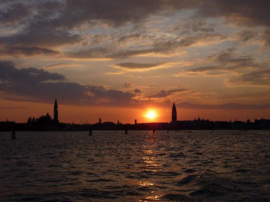 Union Lido Camping Lodging Hotel: Leaving Venice at sunset - beautiful!