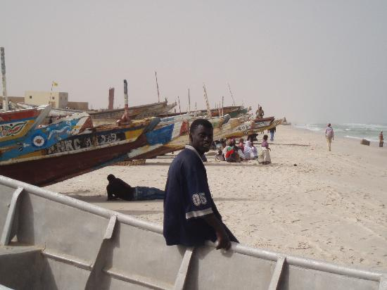 نواكشوط, موريتانيا: pécheurs se reposant