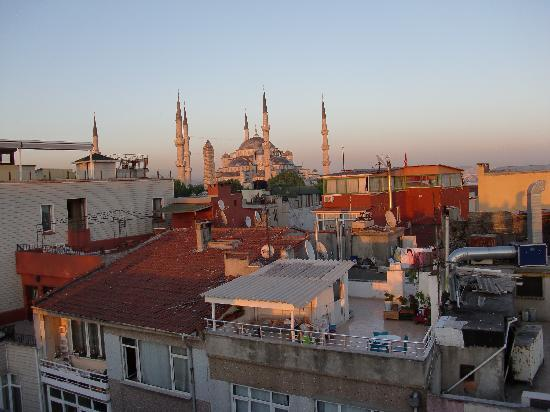 Ferman Sultan Hotel: View of the Blue Mosque from the rooftop
