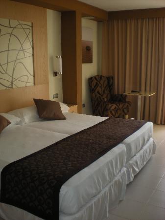 Hotel Riu La Mola : letto