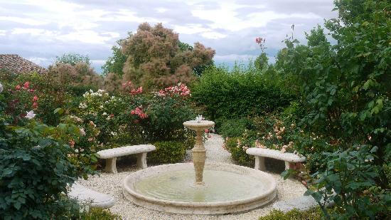 Villa Cicolina: Beautiful gardens.