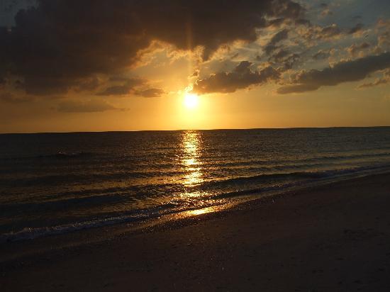 Sunrise Motel: Most Beautiful Sunsets