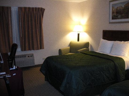 Red Roof Inn Gurnee - Waukegan: Room