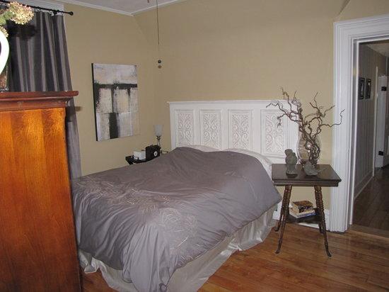 Iron Kettle B&B: Comfortable, spacious bedrooms.
