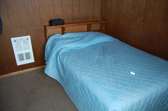 Anchor River Inn: View of the bed & source of heat