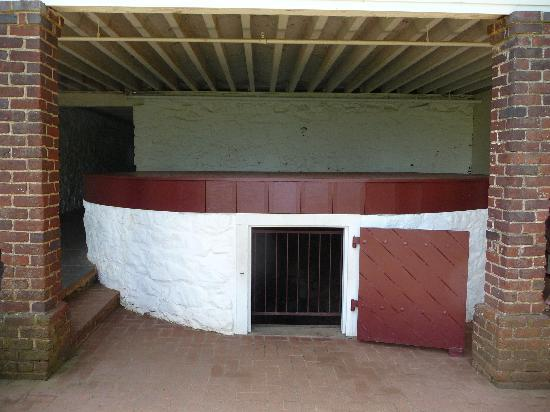 Thomas Jefferson's Monticello: Ice House about 30' Deep