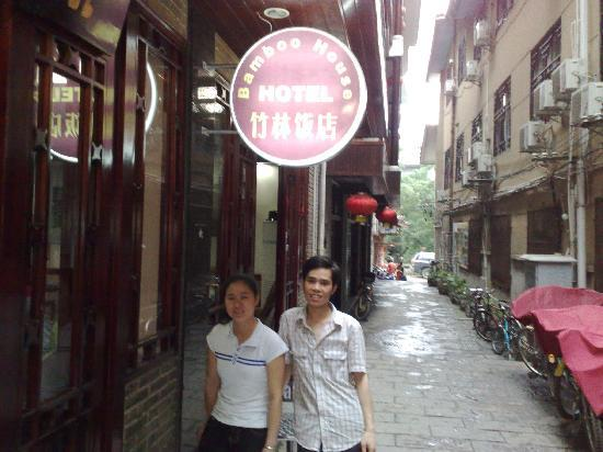 Bamboo House: great staff at Bamboo House Yangshuo