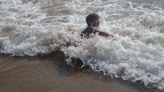 Goa, India: Enjoying the seawaves