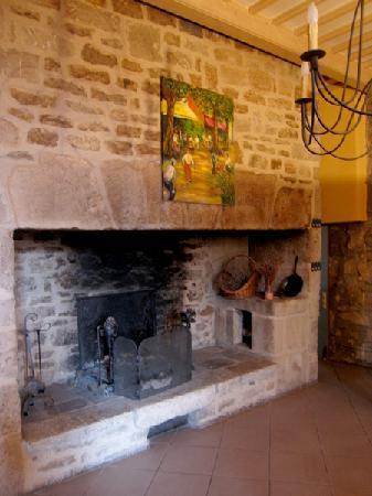 La Bastide du Soleil: Fireplace/Foyer