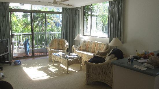 Copacabana Apartments Gold Coast: lounge room