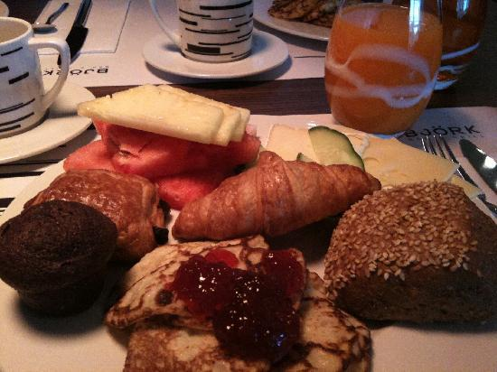 Courtyard Stockholm Kungsholmen: Great Breakfast
