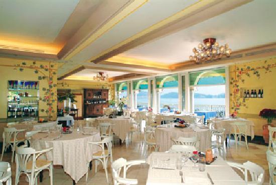 Hotel La Darsena : Sala Ristorante di giorno - La Darsena Tremezzo