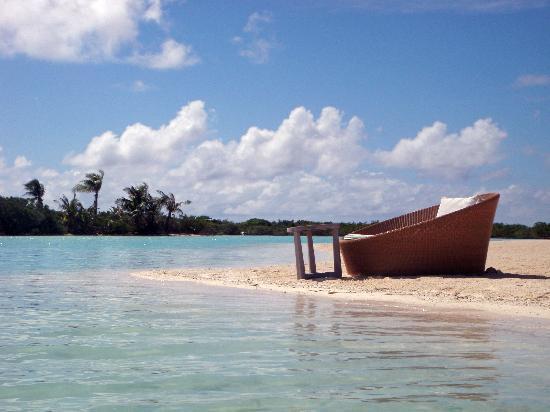 Four Seasons Resort Bora Bora: Private loungs on beach