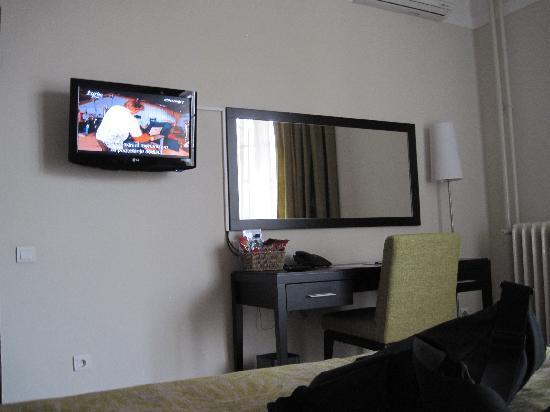 Mercure Belgrade Excelsior : new LCD TV