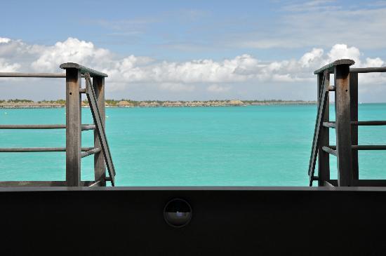 Four Seasons Resort Bora Bora: Tub view over water open air