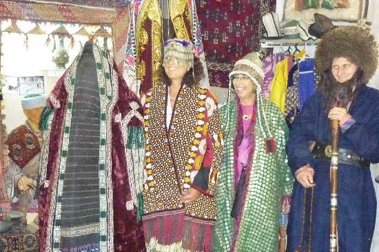 Uzbekistán: Einheimische alte Trachten