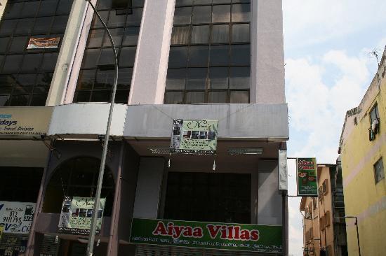 Nana's Inn: Hotel infront