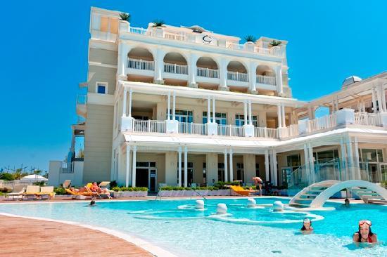 Piscina hotel corallo foto di hotel corallo riccione for Piscina riccione