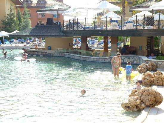 Club Grand Aqua: Pool mit Poolbar