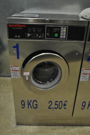 Residencia Melon District Marina: 洗濯機