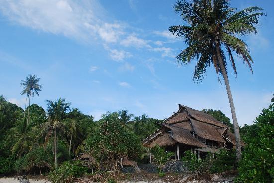 Nikoi Island: Villa from the water