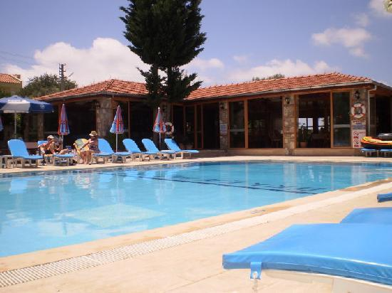 Gorkem Hotel: The pool area and bar